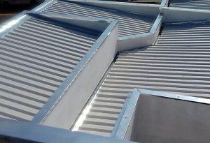 Manutenção e limpeza de calhas são fundamentais para evitar obstruções